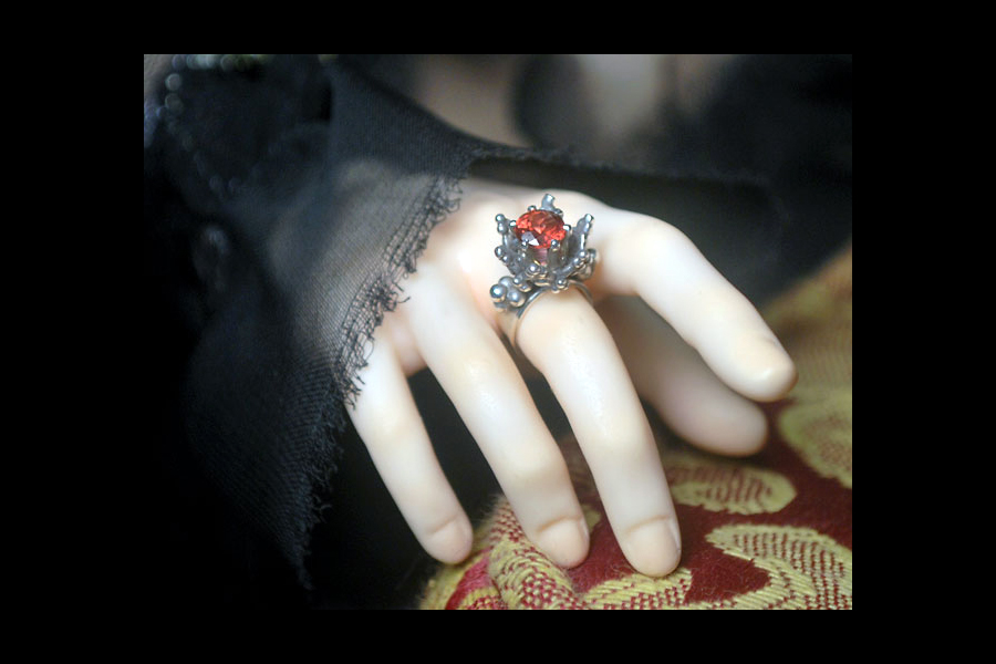 garnet-thorn-ring-4